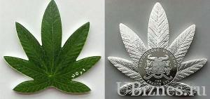 Монета Бенина в форме листа конопли.