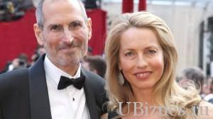 Джобс со своей супругой.