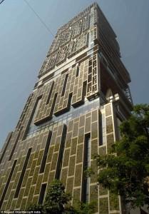 Антилия» — это 27-этажное здание, некоторые из этажей которого разделены большим пространством.