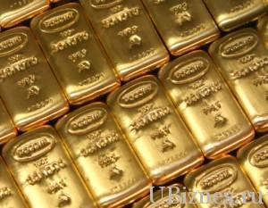 Золотые слитки в стопке
