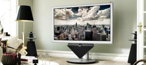 Телевизор с большой диагональю и белой рамкой в комнате